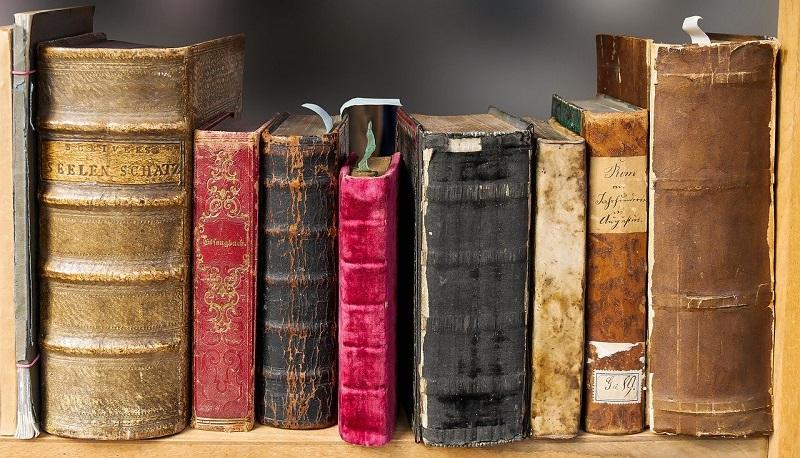 数冊の古い本