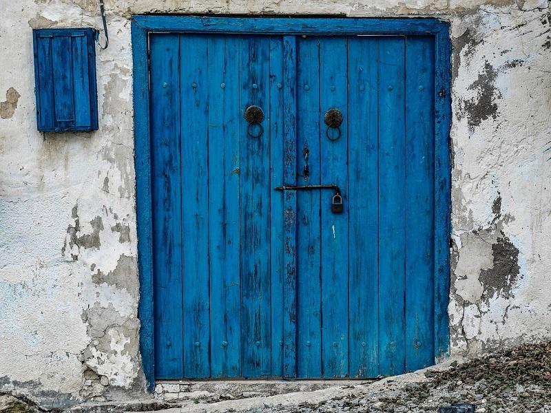 閉まっているドア