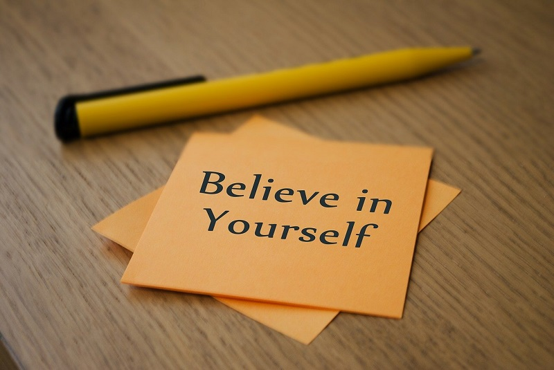 believe in yourselfと書かれた紙