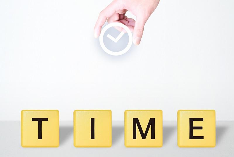 時計のイラストとTIMEの文字