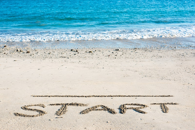 浜辺にSTARTと書かれている